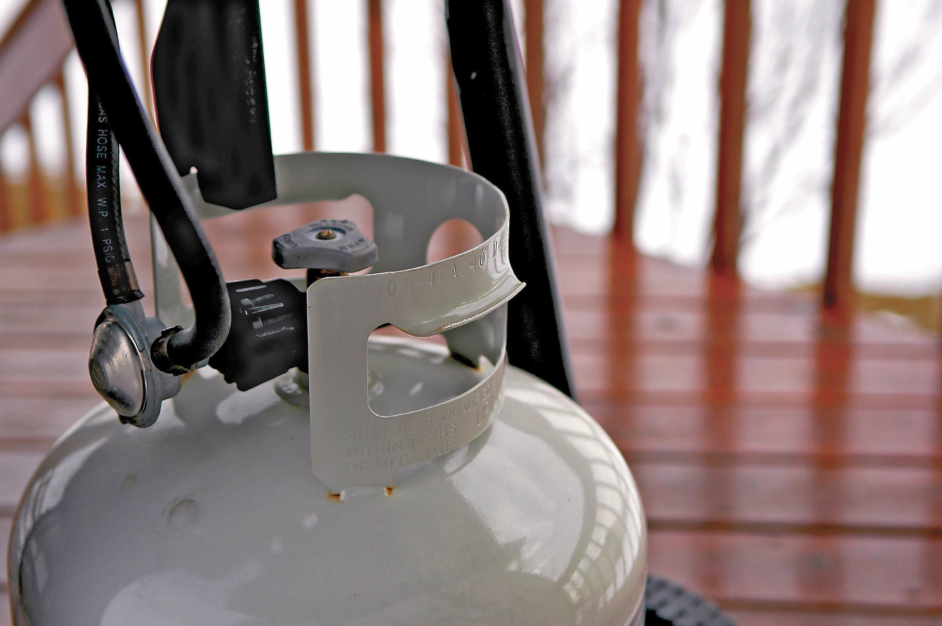 Gasflasche Für Gasgrill Lagern : Sichere lagerung von gasflaschen leben wohnen